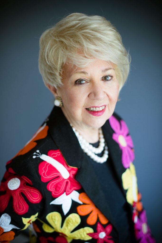 جايل كارسون تمتلك الدكتورة جايل شركة لها 7 مكاتب مع 350 موظف ، تعمل كمتحدثة (50 دولة ، 49 ولاية) ، 16 برنامج اذاعي في الشهر ، كتبت 5 كتب وتعرف بملكة الابتكار .
